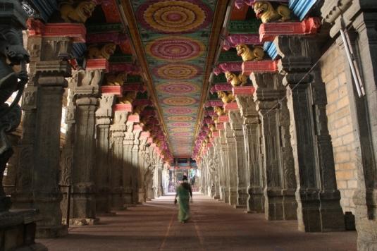 madurai-meenakshi-temple-corridor-473_anurag-mallick